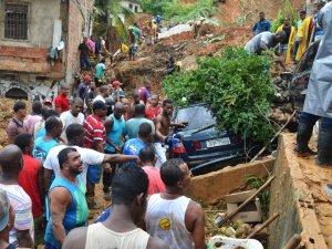 alx_brasil-deslizamento-de-terra-salvador-bahia-20150427-001_original