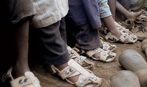Sapato-ajustavel-que-acompanha-o-crescimento-da-criança-IDEAGRID-_02
